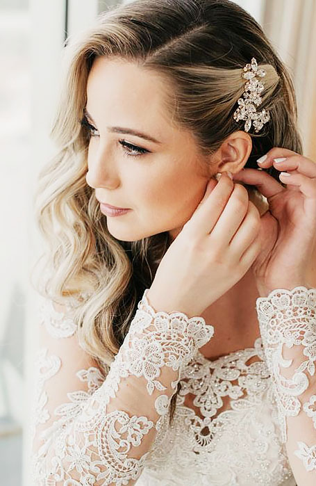 Bridal-Hairstyle-with-Crystal-Hair-Clips